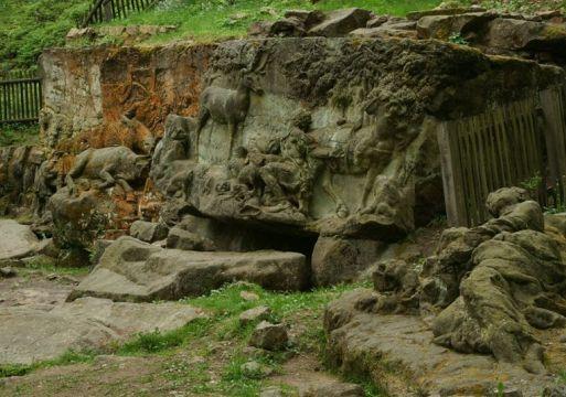 Каменные скульптуры Бетлем (близ Кукса)