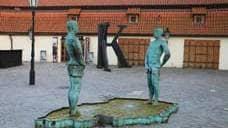 Потоки, или Памятник писающим мужчинам