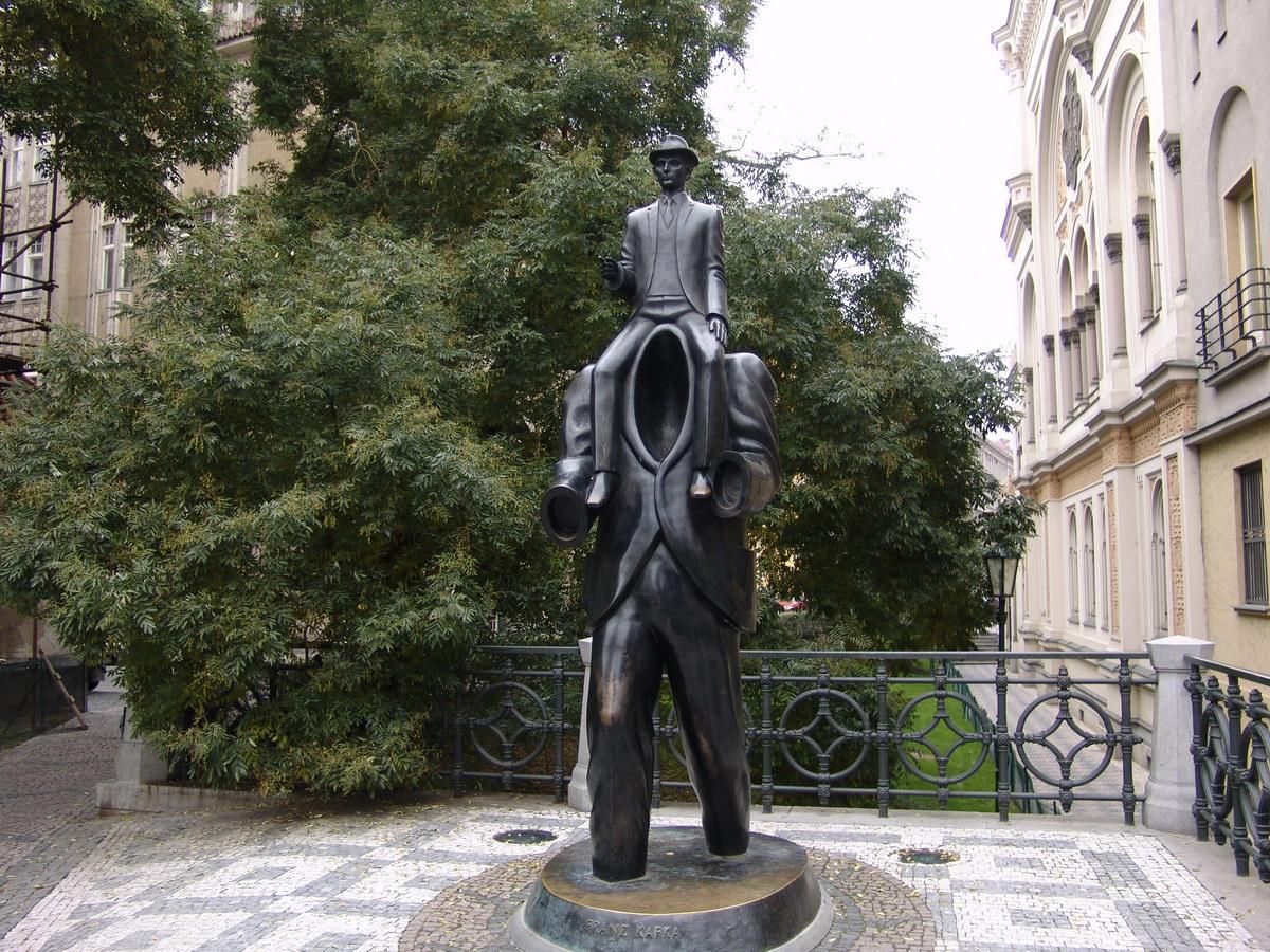 Памятник Францу Кафке-megatour.cz