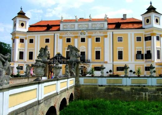 Замок Милотице-megatour.cz