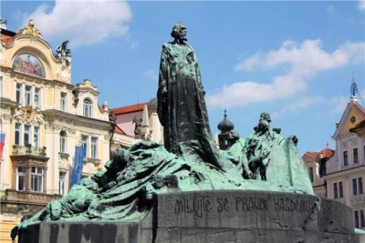 памятник Яну Гусу - megatour.cz