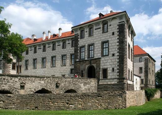Замок Нелагозевес - megatour.cz