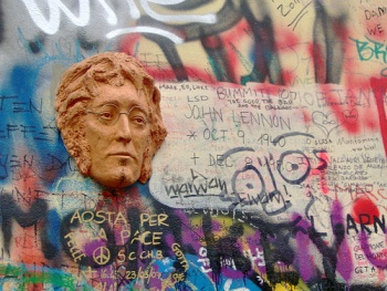 Стена свободы Джона Леннона - megatour.cz