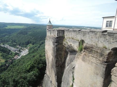 еще один ракурс на замок  и местную панораму - megatour.cz