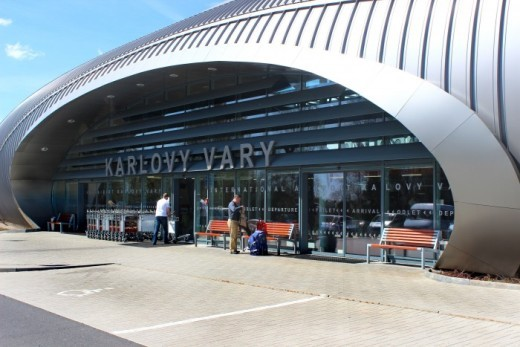 центральный вход в аэропорт Карловы Вары - megatour.cz
