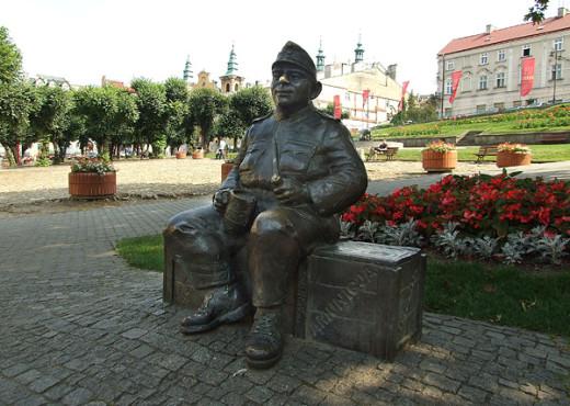 Памятник Швейку в городе Пше́мысль (Польша) - megatour.cz