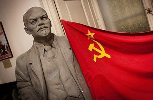 Ленин встречает посетителей музея - megatour.cz