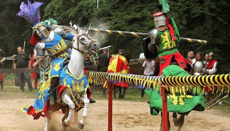 Замок Лоучень и рыцарский турнир в поместье Детенице