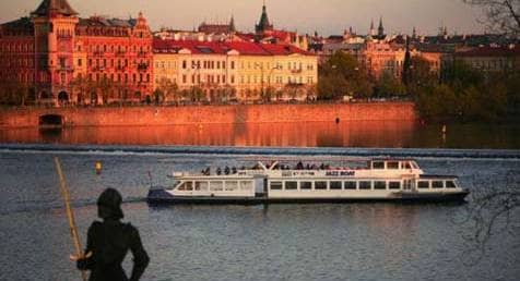 Evening boat cruise with dinner - MegaTour.cz
