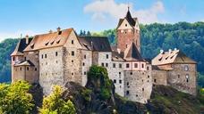 Замок Loket. Гномы, драконы и другие сказочные персонажи.